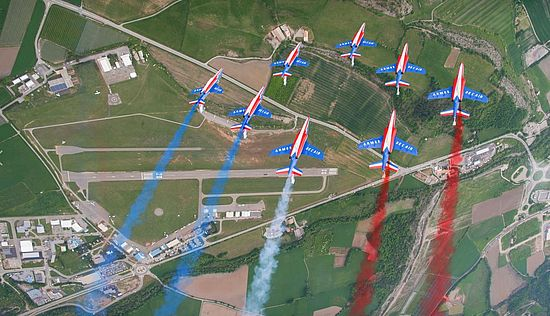 [Translate to English:] Patrouille de France en survol au dessus de l'aérodrome de Tallard. Meeting aérien du 12 mai 2018. ©PatrouilledeFrance