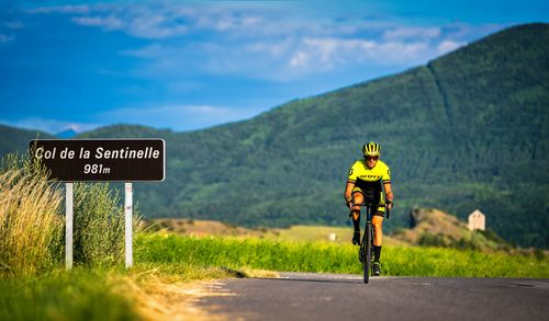 Cycliste au col de la Sentinelle, Jarjayes